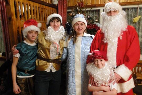 Санта, Снегурочка и гномы