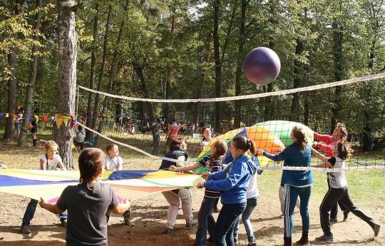 Осьминожки-головиножки на гигантском волейболе