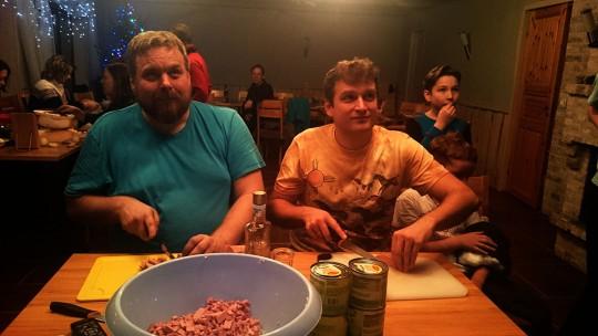 """Мальчики делают оливье под фильм """"Ирония судьбы"""""""